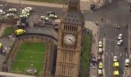 Polícia apunhalado e atacante alvejado junto ao parlamento britânico