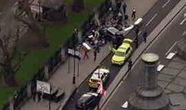 Sons de tiros junto ao parlamento britânico