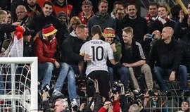 Podolski emocionado no adeus: «Meu pé esquerdo é dávida de Deus»