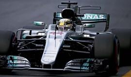 GP da Austrália: Hamilton bate Vettel e Bottas e conquista 'pole'