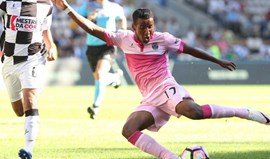 Jogador emprestado pelo Benfica ao Chaves sofre aparatoso acidente de carro