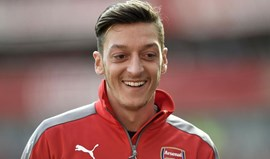 Özil: «Tenho contrato até 2018 e sinto-me muito confortável em Londres»