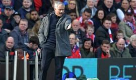 Mourinho classifica Smalling e Jones como lesionados de longa duração