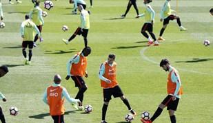 Bola não falta aos campeões europeus