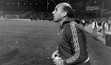 Antigo capitão e técnico do Liverpool morre aos 83 anos