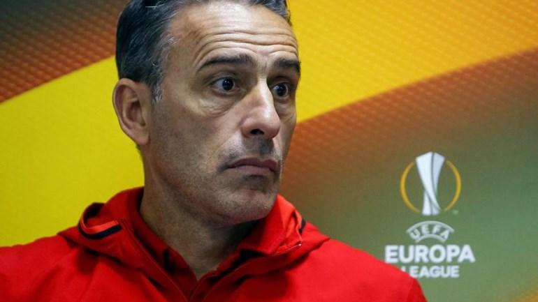Paulo Bento perde e assina página de história... negativa — Grécia