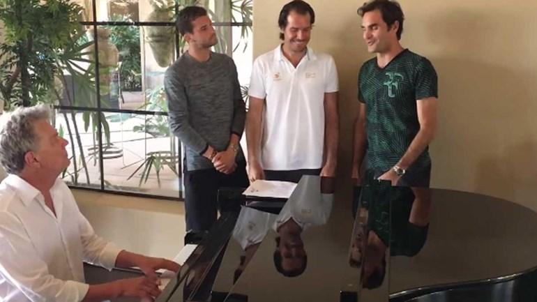 Qual Backstreet Boys qual quê: Federer lança-se nos BackhandBoy!