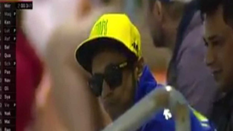 Olha o Valentino Rossi... Ah, espera!