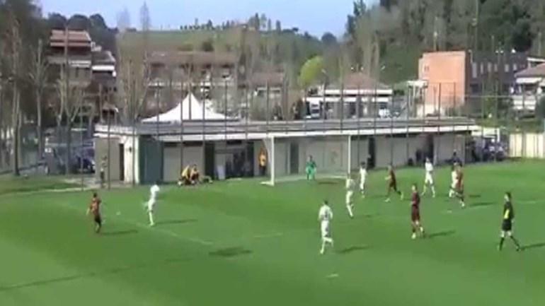 Assistência de Mário Rui e... golaço de Totti