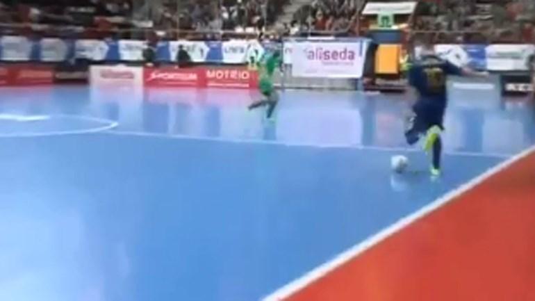 Magnífico golo de Ricardinho: Eis o melhor do Mundo!