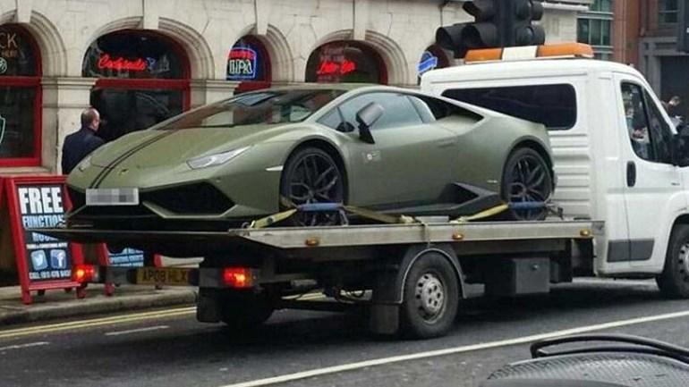 McGregor deixou o Lamborghini em segunda fila e... ficou sem ele!