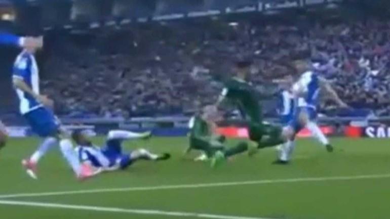 Espanyol-Betis ia pegando 'Fuego' por causa deste lance...