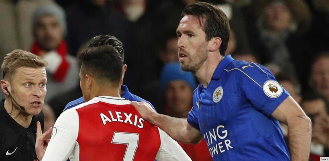 Alexis Sánchez e a bolada no ombro que lhe inchou o... lábio