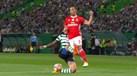 Grimaldo caiu na área, mas Artur Soares Dias mandou jogar