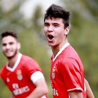Benfica bate FC Porto e segue na liderança