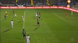 FC Porto ficou a pedir penálti neste lance