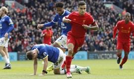 Liverpool volta às vitórias frente ao vizinho Everton (3-1)