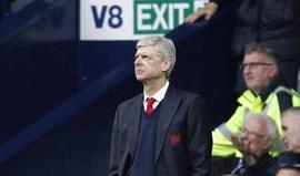 Adeptos do Arsenal descem à terra: depois do avião, há um camião contra Wenger