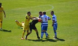 Jogador do Canelas agride árbitro no jogo com o Rio Tinto