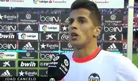 Cancelo explica-se após mandar calar adeptos do Valencia: «Estou mal psicologicamente...»