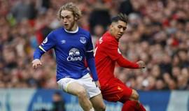 Everton anuncia renovação com médio Tom Davies