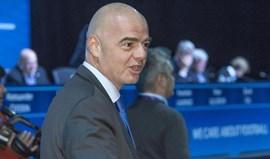 Gianni Infantino recebe menos de metade do que Blatter recebia como líder da FIFA