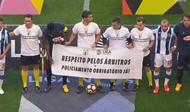 Adeptos do FC Porto assobiam iniciativa de apoio aos árbitros