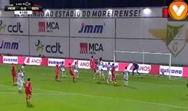 Mitroglou marcou... mas antes o Moreirense protestou a falta que originou o livre