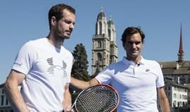 Roger Federer e Andy Murray em jogo solidário em plataforma sobre rio Limmat