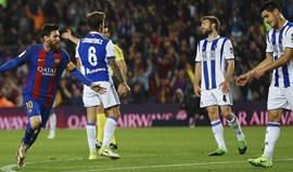 Bis de Messi mantém Barcelona a 3 pontos do Real Madrid