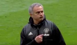 A celebração de Mourinho logo após vencer o Chelsea