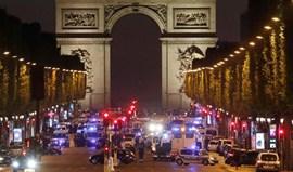 Dois polícias mortos em tiroteio nos Campos Elísios em Paris