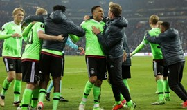 Ajax assegura passagem no prolongamento e com um jogador a menos