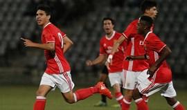 Benfica abre fase decisiva com goleada em Oeiras