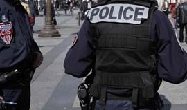 Homem armado com faca detido em estação de comboios de Paris