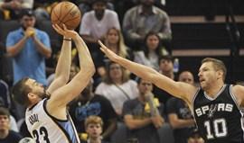 Grizzlies igualam eliminatória com Spurs com lançamento no último segundo
