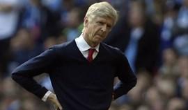 Wenger continua a acreditar num lugar nos quatro primeiros