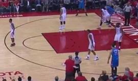 Multa épica para dono do Rockets por questionar árbitro em campo