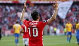 A crónica do Benfica-Estoril, 2-1: Magia contra o pânico