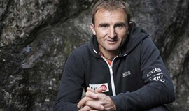 Alpinista suíço Ueli Steck morre em acidente perto do Evereste