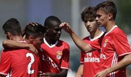 Benfica goleia Académica e isola-se na liderança