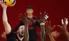 Benfica vence e dá a volta à final do playoff