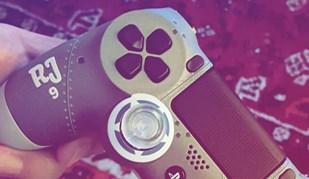 Raúl Jiménez tem direito a comando de PS4 personalizado