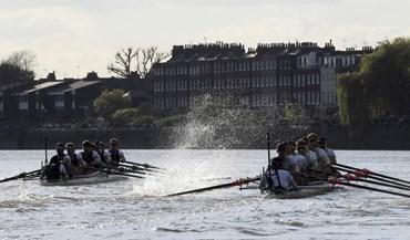 Oxford bate Cambridge na 163.ª edição da mítica regata londrina