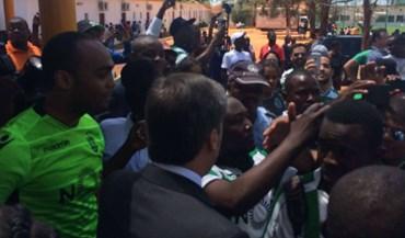 Bruno de Carvalho recebido em Angola em ambiente de festa