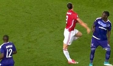 A lesão arrepiante de Ibrahimovic