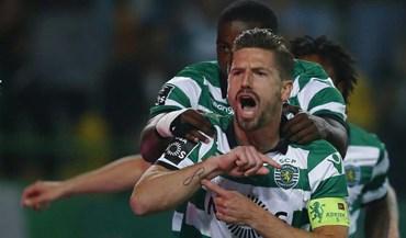Os festejos de Adrien após golo marcado ao Benfica