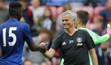 Mourinho diz que Tuanzebe vai jogar na defesa ao lado de... Mourinho