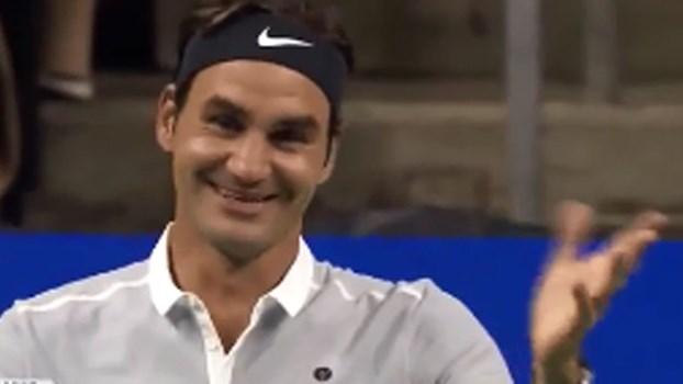 Federer é tão bom que até pede desculpa