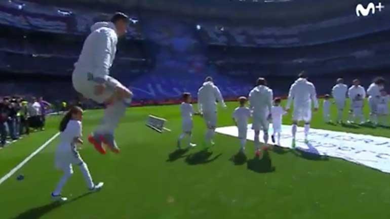 Salto de Ronaldo assusta... pequena adepta